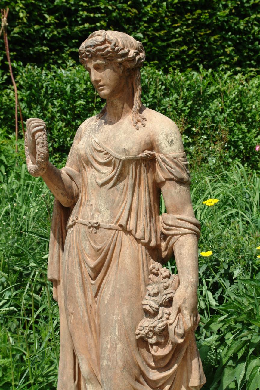Terracotta Statue Of Flora Antieketuinornamenten