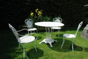 Een 19de eeuwse Franse tuinset