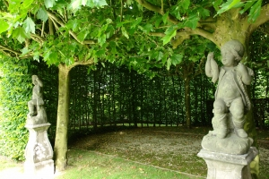 A pair of 18th century Bentheimer- stone garden statues