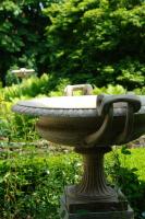 Een paar J.M. Blashfield terracotta tazza- urnen, circa 1860-1870