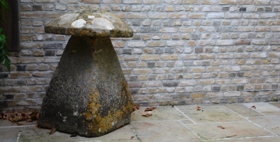 18de eeuwse Cotswolds- steen staddle stone