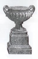 Een Pulham terracotta tuinurne