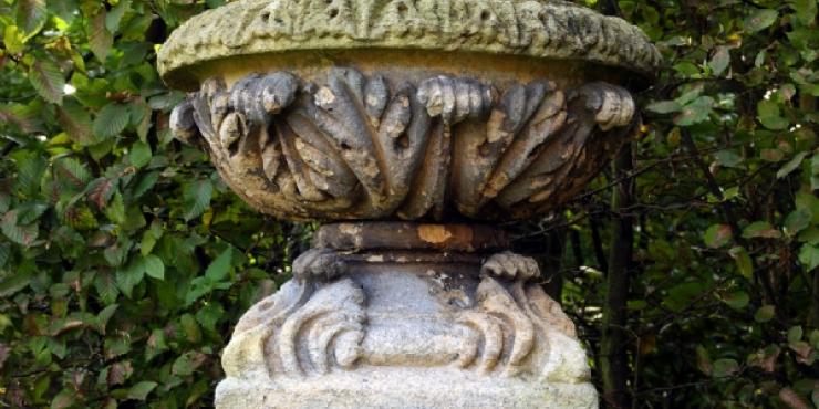 Pair of antique English garden urns, 18th century