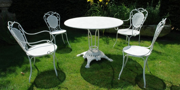 A 19th century French garden set
