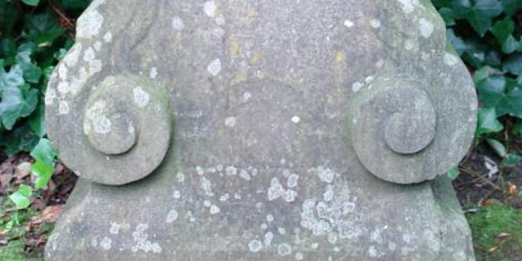 Een 18de eeuwse arduinen sokkel