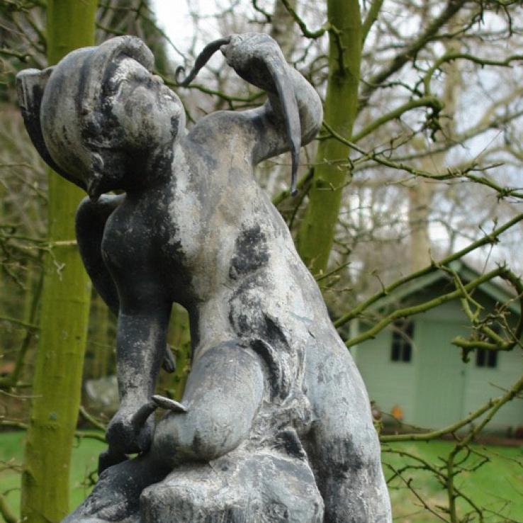 Loden tuinbeeld van Cupido, 19de eeuws