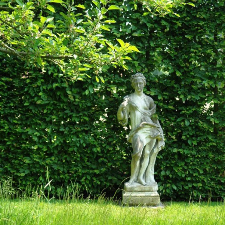 18de eeuws Frans marmeren tuinbeeld van Flora